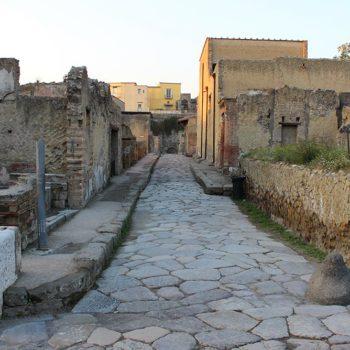 La vita quotidiana a Ercolano prima del 79 d C - Notizie storico - archeologiche sul ritrovamento del papiro Herculaneum 1067
